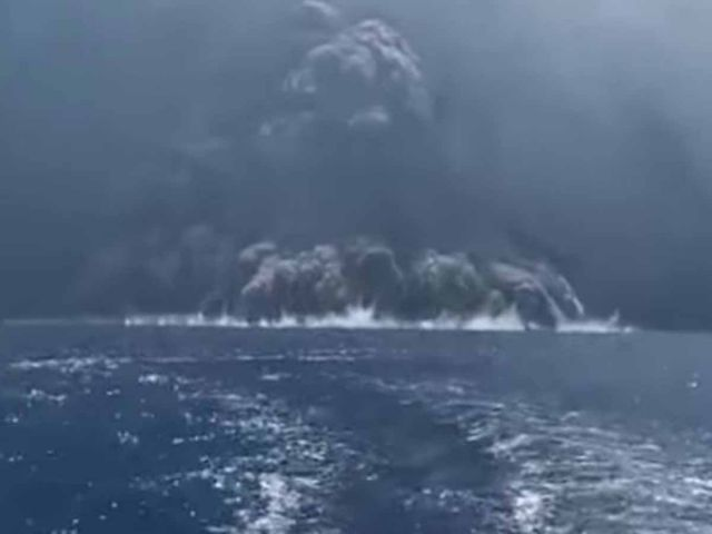 Pánico en Italia por nueva erupción del volcán Estrómboli